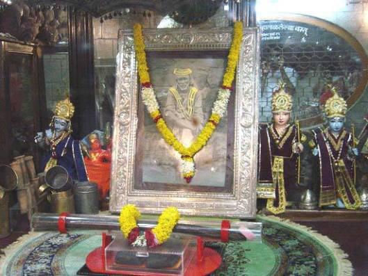 सनातनी ईश्वर राम व् शिव जी को पीछे धकेलकर साईं को आगे लाने का षड्यंत्र