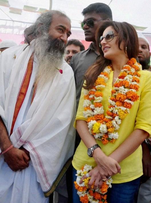 Monika Bedi campaigning for Congress candidate Acharaya Pramod Krishnam