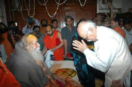 BJP leader advani taking bless of Swami swarupanand ji