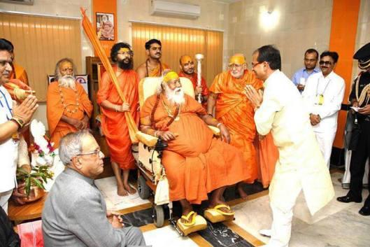 BJP CM Shivraj singh chauhan with Swami swarupanand ji